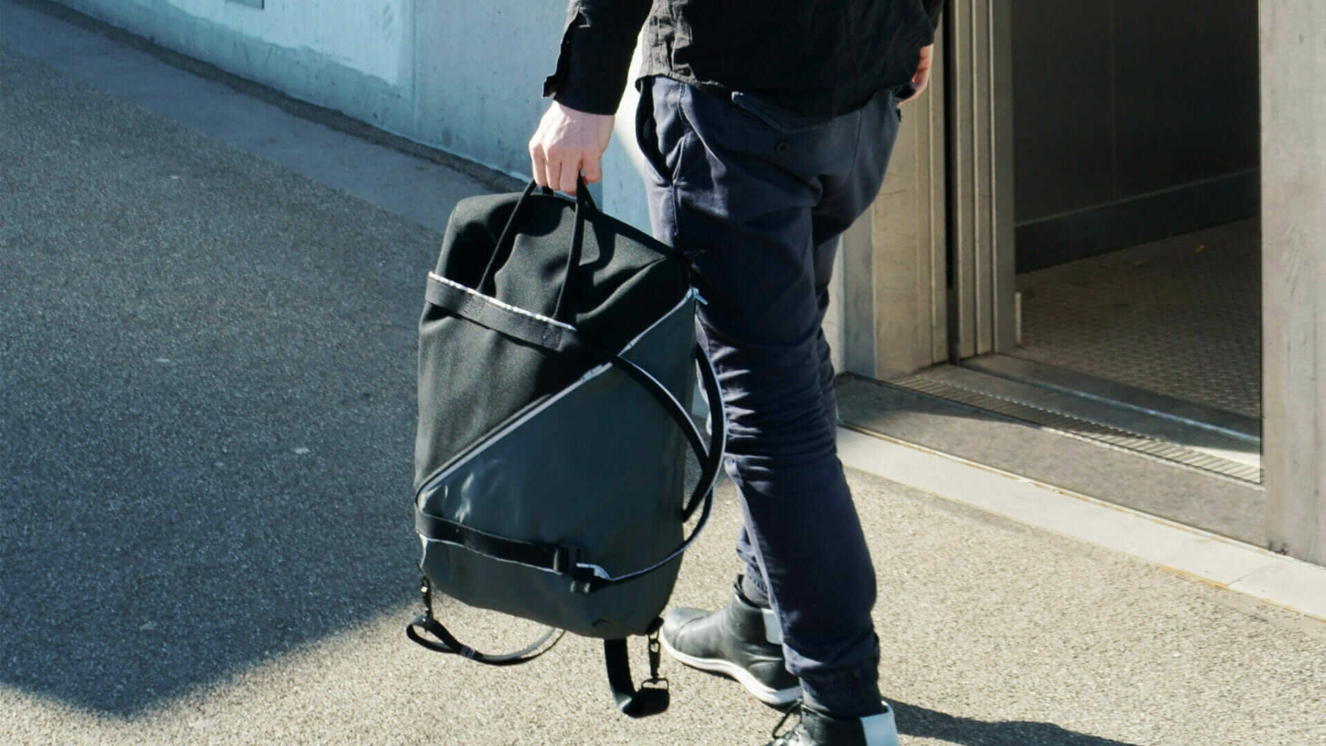 SPUTNIK_ZURICH_reflective_bag_lightweight